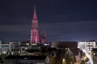Der höchste Kirchturm der Welt - das pinkifizierte Ulmer Münster