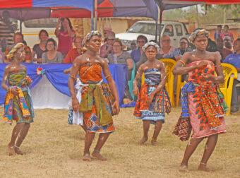 Tanz zur Open Defecation Free Community.